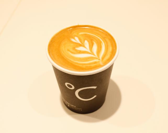 Koffiebar Amsterdam, verse beker koffie